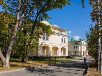 Два трехэтажных жилых дома